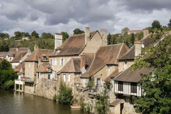 Hérissson, dans l'Allier, représente la région Auvergne-Rhône-Alpes lors du concours du Village préféré des Français, diffusé sur France 3.