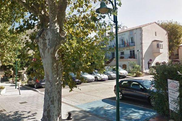 Laroque-des-Albères, place de la mairie - Pyrénées-Orientales.