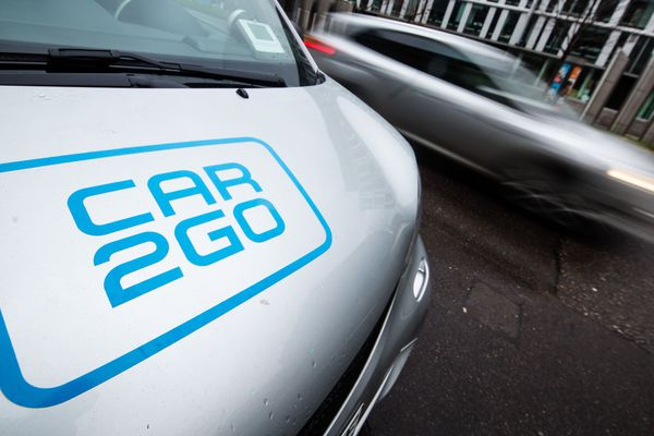 Une Smart du service d'autopartage Car2go à Stuttgart (Allemagne).