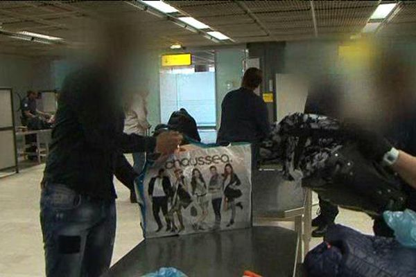 Contrôle de douanes à l'aéroport Marseille-Provence
