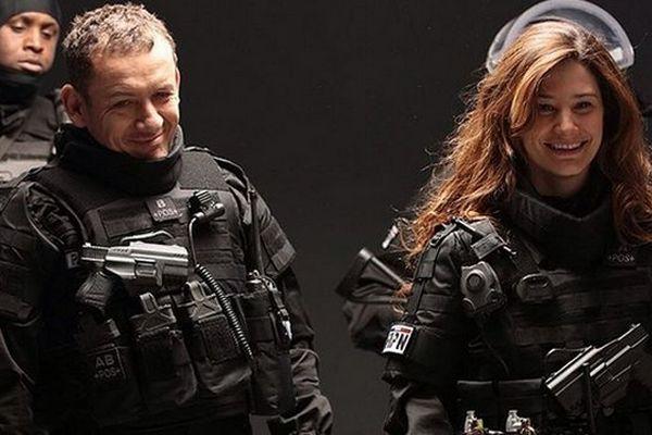 """Dany Boon et Alice en costume pour """"Raid dingue""""."""