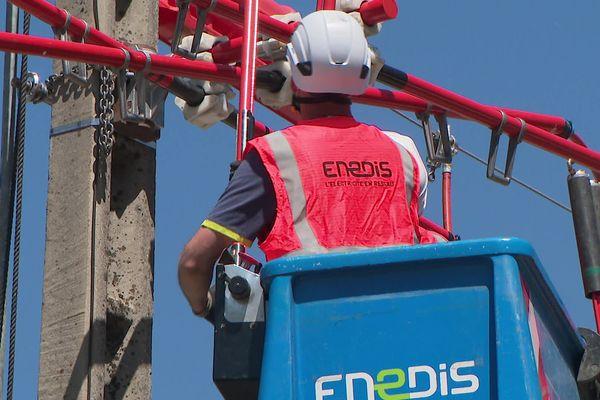Une ligne électrique moyenne tension a été sécurisée le 28 mai 2021 à Pontcharra, en Isère, pour protéger le hibou grand-duc.