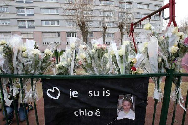 Hommage à Chloé devant l'aire de jeux rue Chateaubriand à Calais.