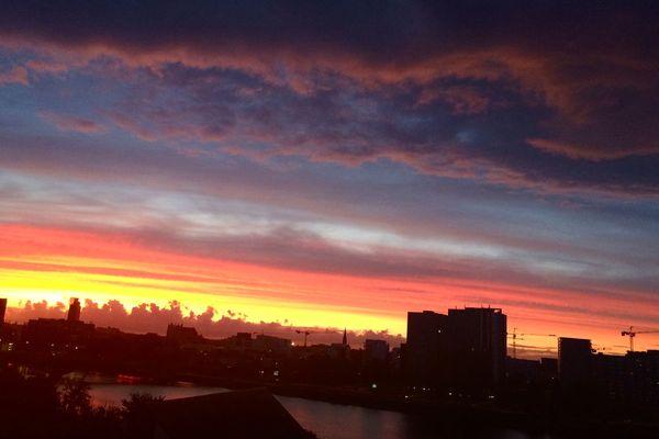 Depuis ma fenêtre à deux pas du pont Tabarly hier soir.