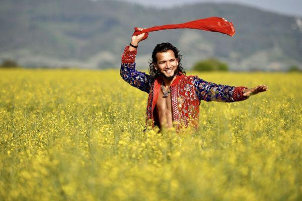 Le danseur chorégraphe indien Sunny Singh pose ses valises à Lunel pendant le week-end de l'Ascension pour animer un festival de son cru : le Bolly-fest. Trois jours de stage de danse, de spectacle et de rencontre autour du Bollywood.