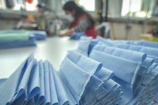 Pendant la crise du Covid-19, les entreprises du secteur textile ont produit masques et blouses pour répondre à l'urgence.