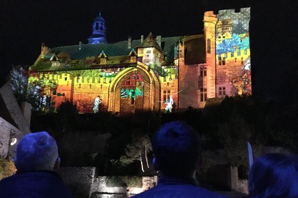 Les murs du château de Montluçon racontent en lumière l'histoire de la ville, comme à Cusset et à Moulins.