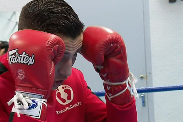 Le biterrois Bastien Ballesta est âgé de 23 ans, il boxe depuis 8 ans dans la catégorie des super-légers - novembre 2017