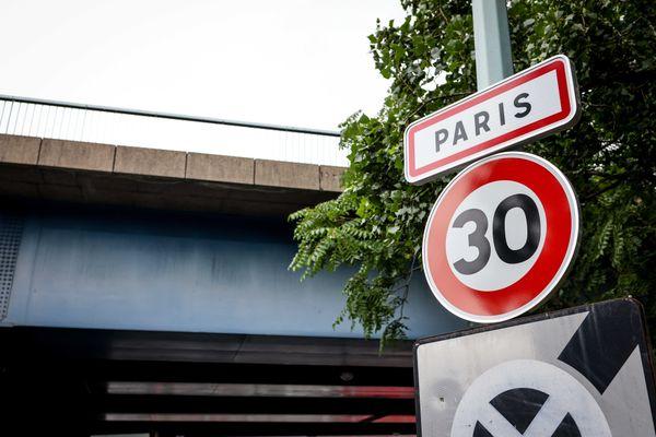 panneau à l'entrée de Paris