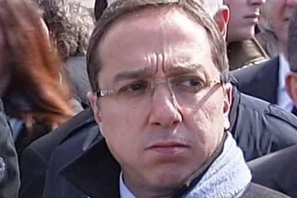 """Faouzi Lamdaoui, Conseiller de l'Elysée de 2012 à 2014, a-t-il exercé des pressions sur les deux commissaires de police mis en examen pour """"violation du secret professionnel"""" ?"""