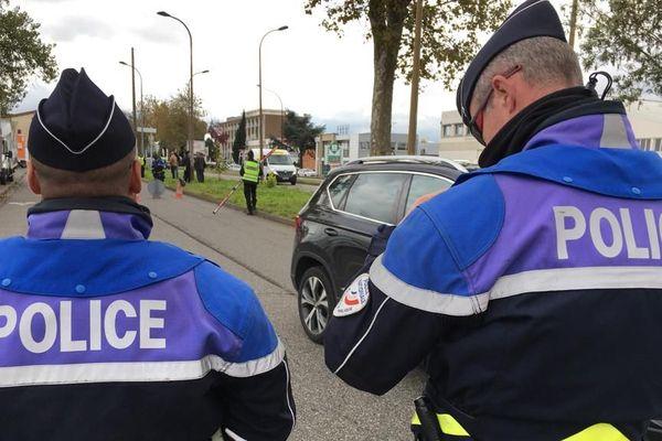 Contrôle de police avenue des Etats-Unis à Toulouse ce vendredi.