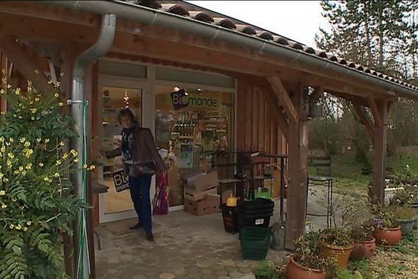 Ce magasin bio a ouvert sous l'impulsion de l'épicière de la commune partie en retraite.