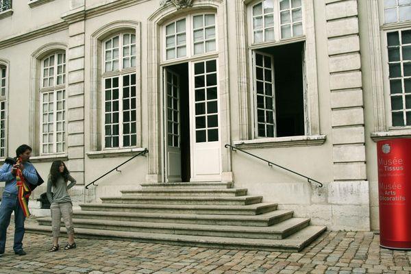 Lyon, rue de la Charité (2e) : le musée des tissus et des arts décoratifs - archives