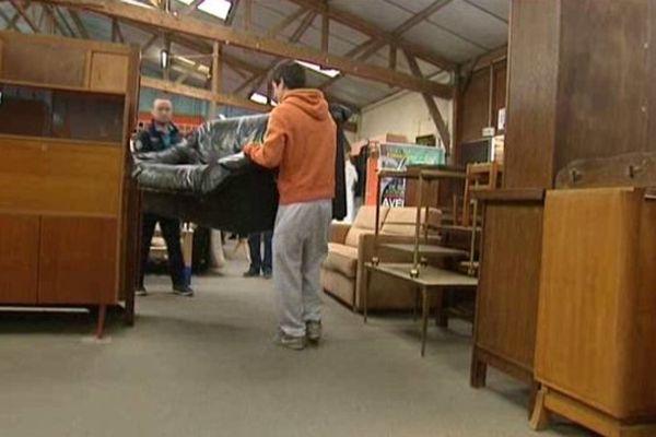 A Tailleville et Caen, la communauté Emmaüs propose 50% de réduction sur les meubles et la literie aux étudiants jusqu'à fin septembre