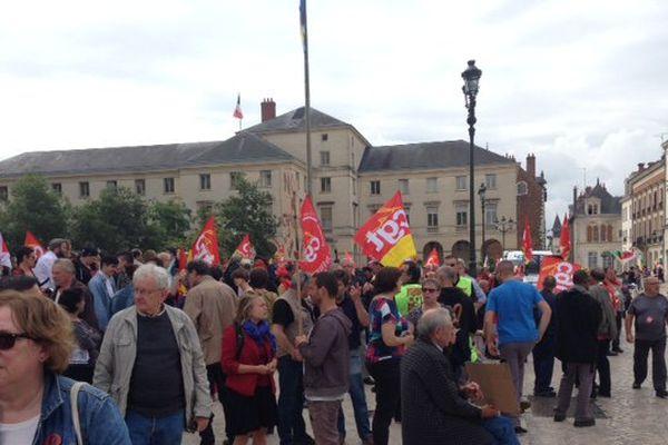 A Orléans (Loiret), 250 à 300 personnes se sont réunies devant la Cathédrale.