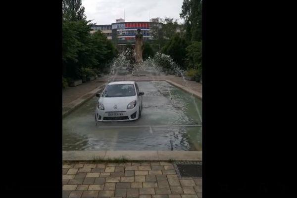 Le conducteur ivre, termine sa soirée et sa route dans une fontaine de Strasbourg
