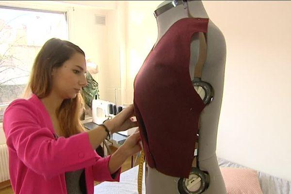 Adèle Licina, jeune styliste originaire d'Autun, habillera Miss Bourgogne pour l'élection de Miss France.