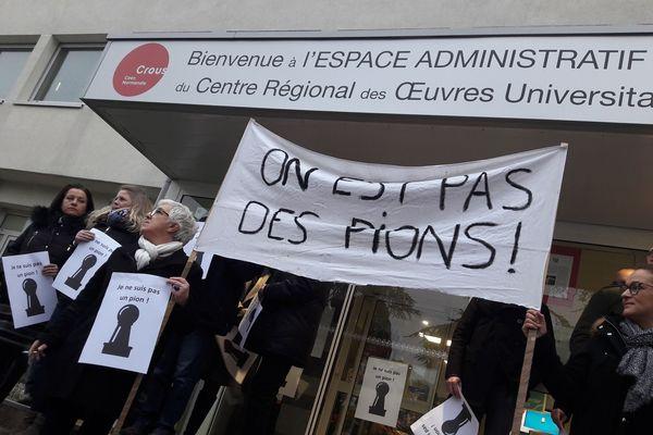 Les employés du Crous du Caen ont pris la parole ce matin pour exprimer leur indignation face à la décision du Premier ministre.