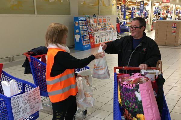Du 29 au 30 novembre, la Banque Alimentaire collecte des denrées dans les supermarchés / © Sébastien Valente, France 3 Champagne-Ardenne