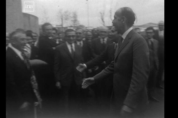 Le Ministre des Finances Valéry Giscard d'Estaing à Auxerre, pour l'inauguration du Crédit Agricole (23 avril 1974 -archives)
