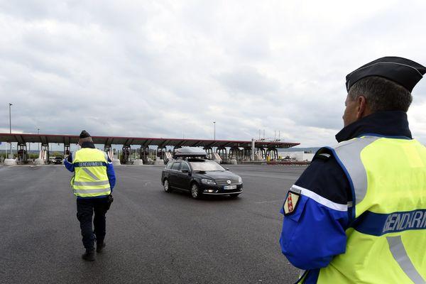 Vitesse, stupéfiants, téléphone portable mais aussi alcoolémie : les gendarmes contrôlent les automobilistes sur l'autoroute (illustration).