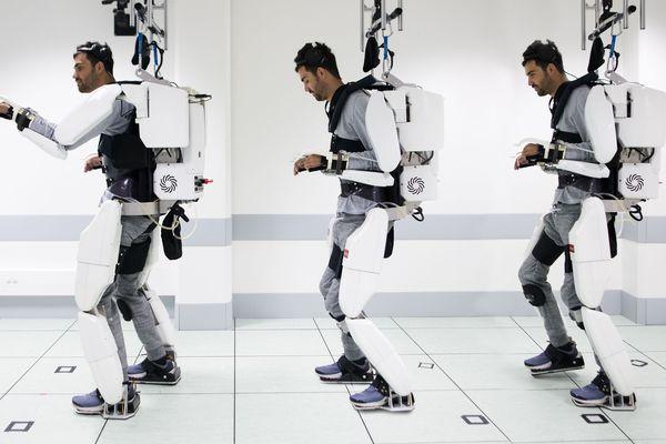 Thibault est le premier patient à tester cet exosquelette développé par des chercheurs grenoblois.
