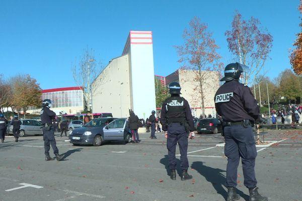 Intervention des policiers au lycée Malraux de Montataire dans l'Oise après des débordements à l'intérieur de l'établissement jeudi 5 novembre 2020