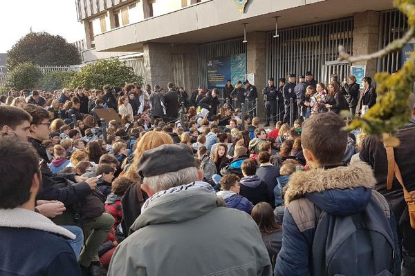 Les lycéens devant la préfecture contre l'expulsion d'une famille géorgienne - 20/11/2017