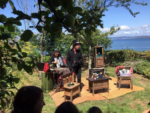 Le Petit Théâtre: un moment de poésie face à la Baie de Douarnenez