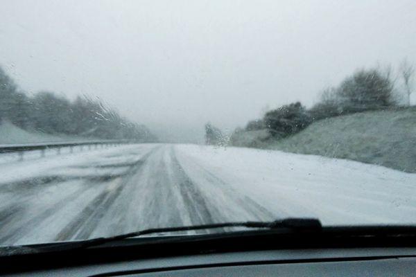 Neige et verglas sur les routes normandes : exemple le 24 janvier sur la rocade de Lisieux (Calvados)
