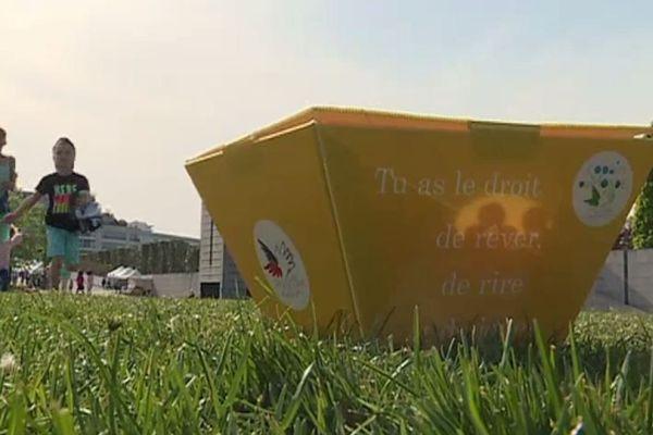 La chasse aux œufs de Pâques du Secours populaire a réuni samedi et dimanche 5 000 enfants dans le parc André-Citroën, dans le 15e arrondissement de Paris.