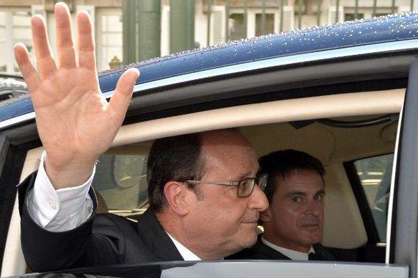 Le président de la République François Hollande et le Premier ministre Manuel Valls à Vesoul, en Haute-Saône, le 14 septembre 2015.