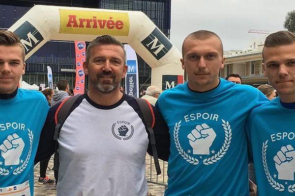 David, atteint de la maladie de Charcot, entouré par ses fils dont Simon, qui va participer ce dimanche au marathon de Montpellier