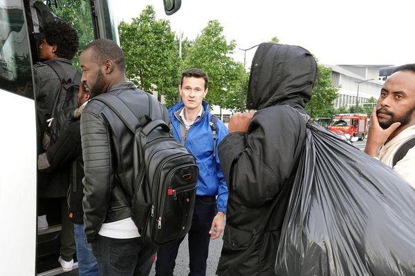 Ce matin à l'aube, un milliers de sans papiers ont été évacués du camp du Millénaire près de la porte d'Aubervilliers.