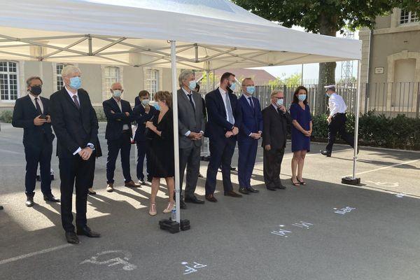 Dominique Le Mener, le président du CD72, Stéphane Le Foll, le maire du Mans, Christelle Morançais, la présidente de Région, présents à l'hommage national rendu à Eric Monroy, le 12 août 2020