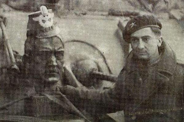 Jean Labat avec son char lors de la libération de Strasbourg à la fin de la Seconde guerre mondiale.