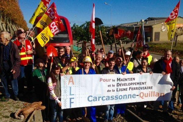 Environ 50 personnes manifestent à Limoux pour le maintien et le développement de la ligne ferroviaire Carcassonne-Quillan - 6 novembre 2015