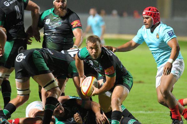 En noir et vert, les joueurs de rugby de Pro D2 de Montauban en match amical à Perpignan, le 10 août 2019.