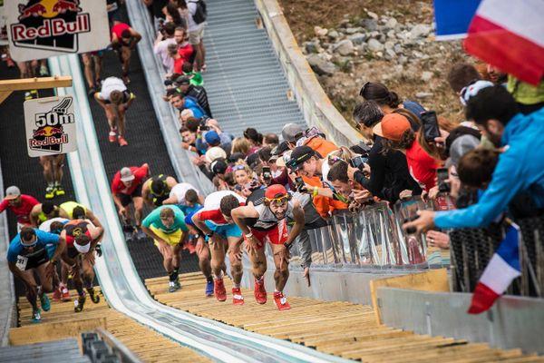 Thibaut Baronian sur la montée infernale du tremplin olympique de saut à ski de Courchevel en 2019.