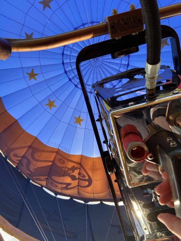 Plus de 300 montgolfières de plusieurs dizaines de mètres de haut ont volé pendant 10 jours