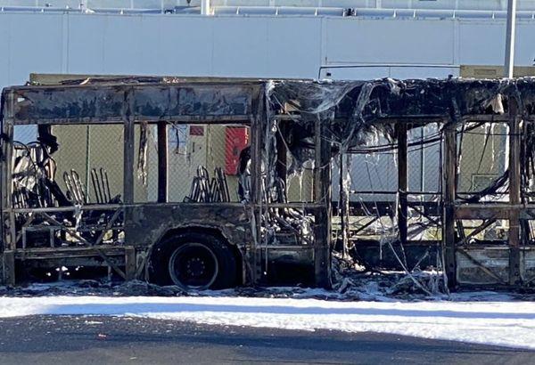 Ce qu'il reste du bus Tisseo après l'incendie qui s'est déclaré à Plaisance-du-Touch ce 23 avril matin.