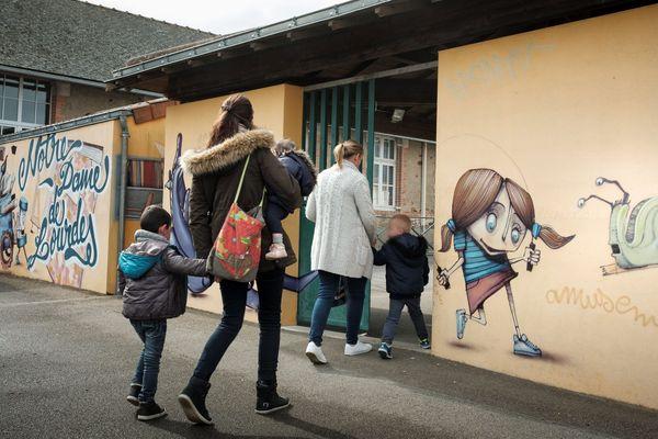 A Sainte-Pazanne en Loire Atlantique, 20 enfants ont développé des cancers dans un secteur proche.