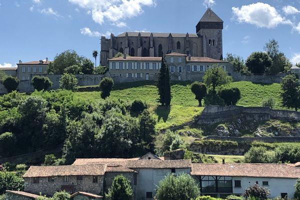 Saint-Bertrand-de-Comminges pourrait devenir le village préféré des Français