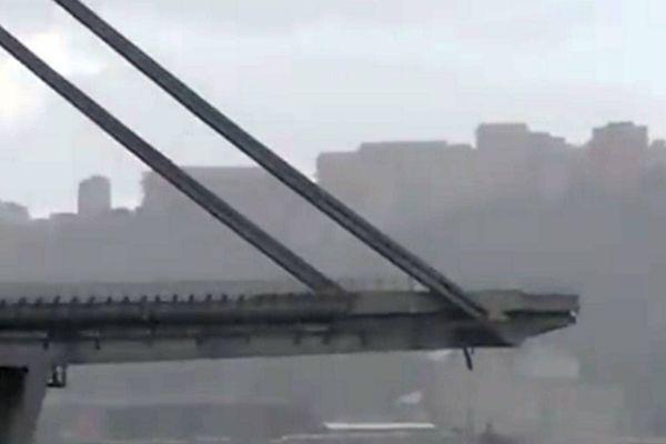 Le pont Morandi s'est effondré. Le ministre des Transports dit redouter une immense tragédie.