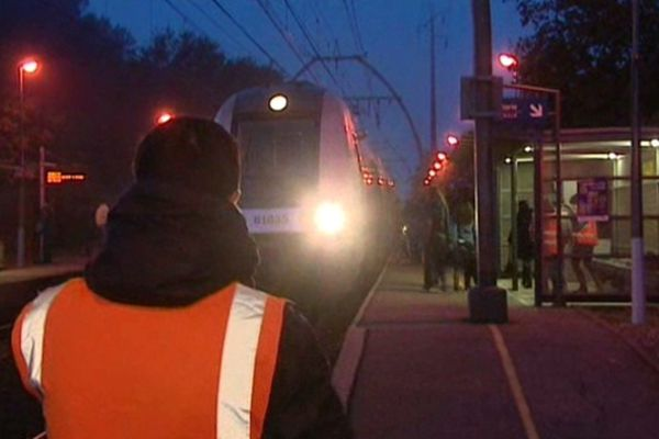 6H du matin en gare de Pessac-Alouette (Gironde)