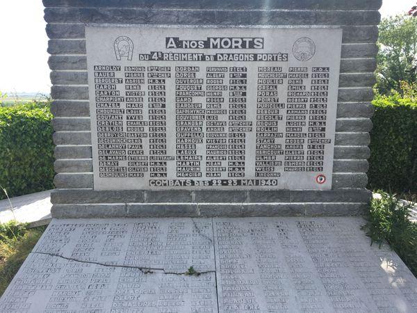 Le Mémorial du Mont-Saint-Eloi porte les noms de 57 soldats du 4e Dragons Portés morts au combat lors de la bataille d'Arras.