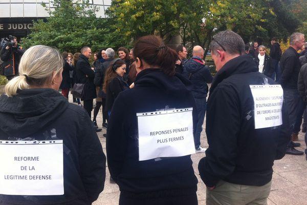 Les policiers réunis à Rennes, pour revendiquer leurs droits