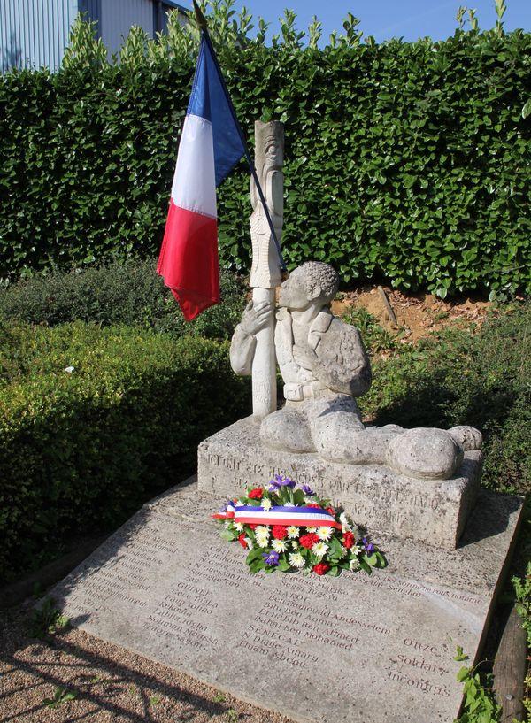Un monument a été érigé en 1948 en hommage aux 44 soldats.