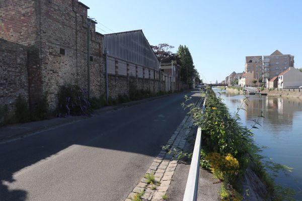 Le quai Gustave-Lamarle, à Calais, de nos jours. C'est dans ce secteur qu'Henry Greenshields s'est écrasé avec son Spitfire le 16 août 1940.