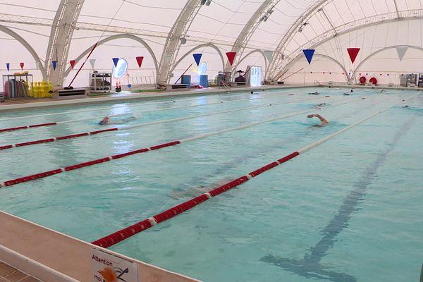 Dans cette piscine à Mérignac, 150 personnes peuvent nager simultanément dans le bassin.